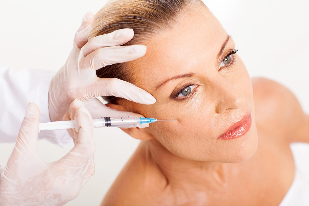 Mulher realiza botox | O uso de botox e ácido hialurônico na Odontologia